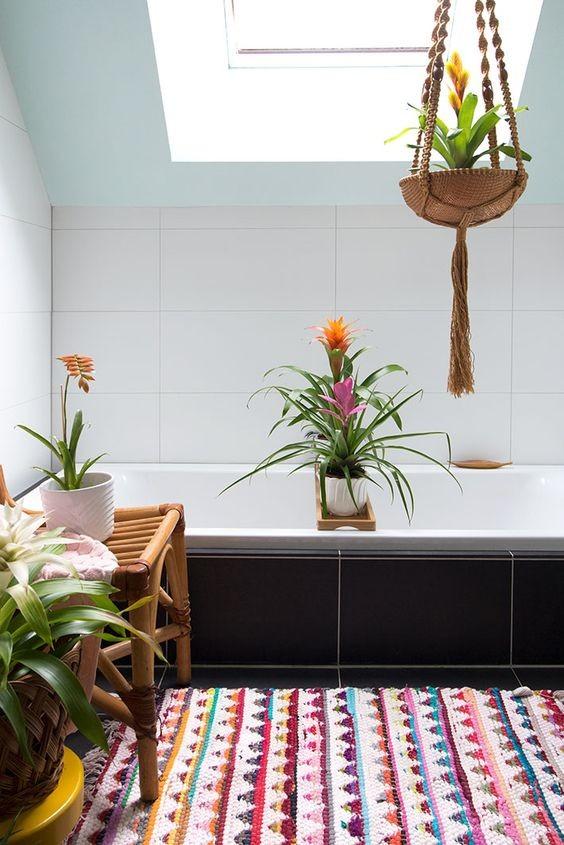 به کار بردن گل بروملیاد در حمام