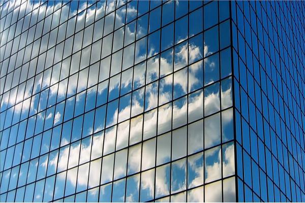 مزایا-و-معایب-نمای-شیشه-ای