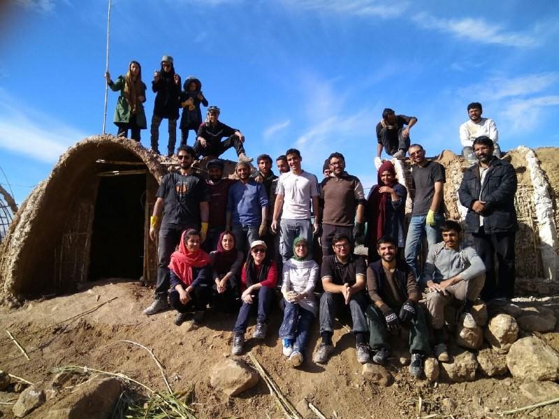 تصویر شماره ساخت کومه برای زلزله زدگان کرمانشاه