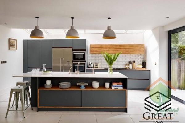 دکوراسیون آشپزخانه با کابینت های گلاس خاکستری
