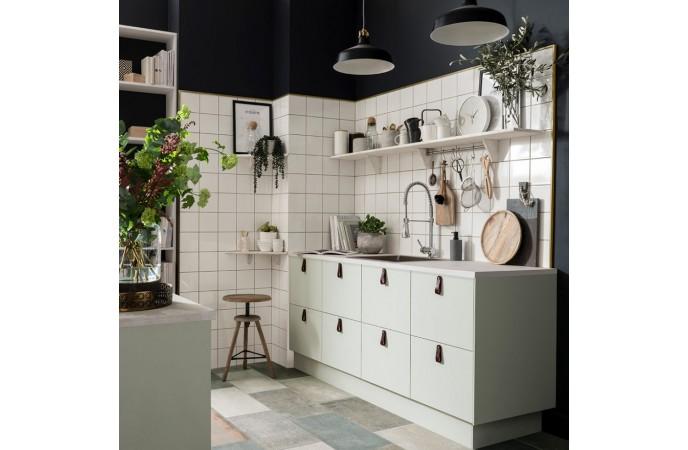 کاشی مربع در آشپزخانه