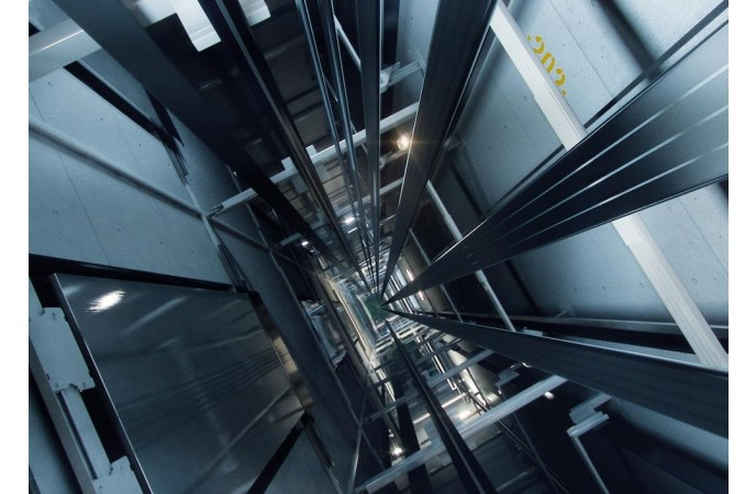 عملکرد و کارایی آسانسور