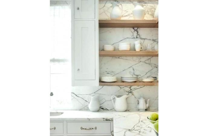 سنگ مرمر در کاشی بین کابینتی آشپزخانه