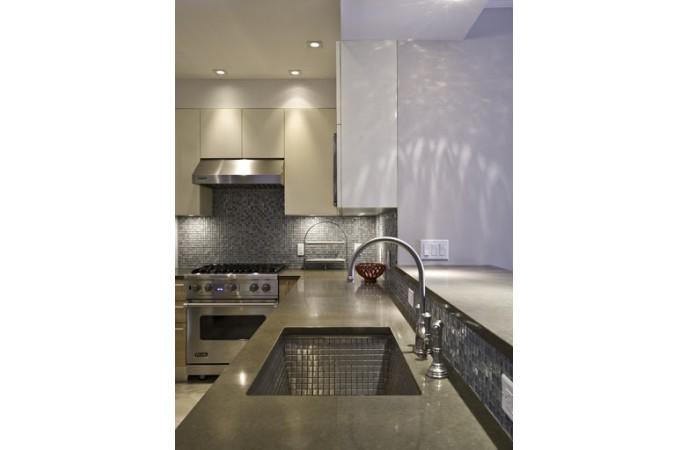 کاربرد فلز در کاشی بین کابینتی آشپزخانه